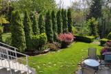 Zakładanie trawnika z siewu w zabudowie szeregowej.