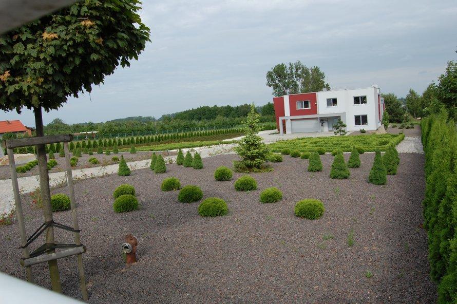 Projektowanie ogrodu wymaga uwzględnienia bryły budynku, tak by wszystko stanowiło archotektoniczną całość.